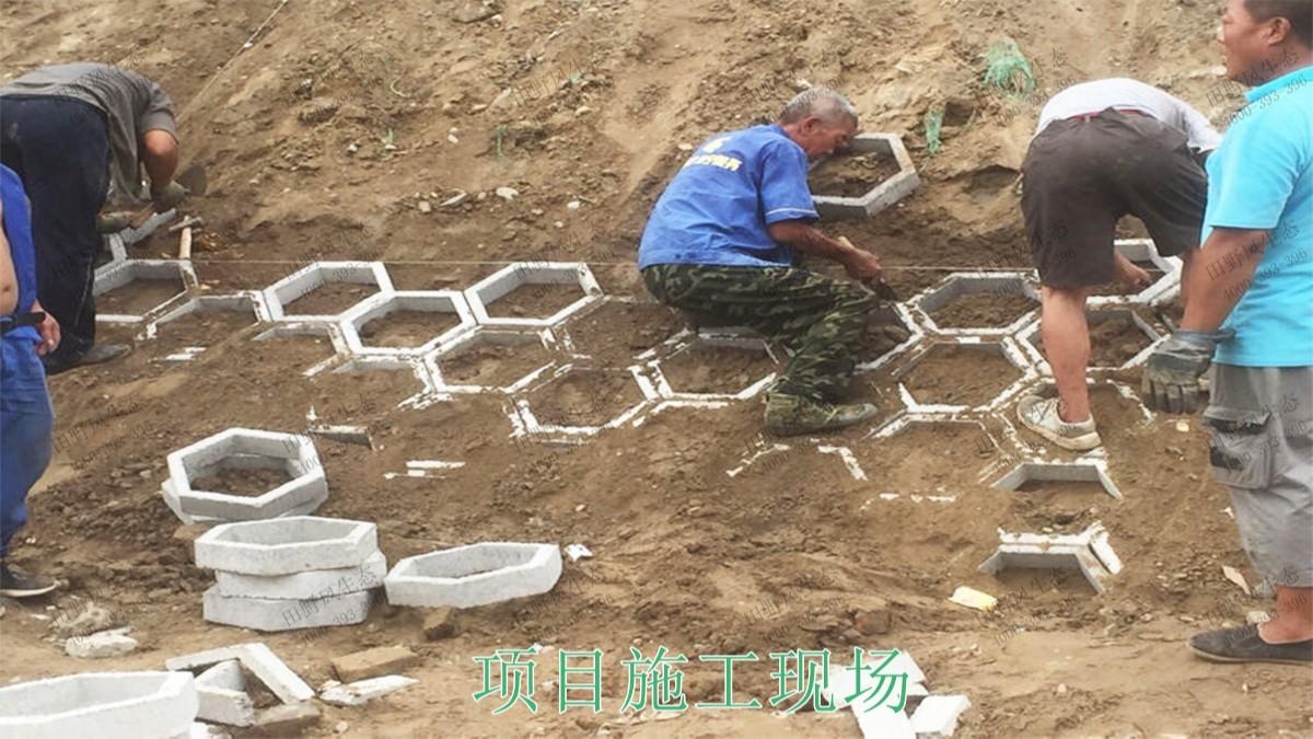 南广铁路广东段铁路边坡挂网喷草工程