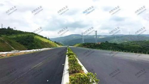 汕湛高速普宁段高速公路边坡植草