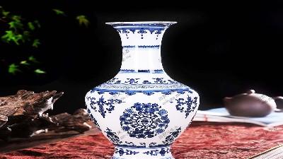 精品青花瓶